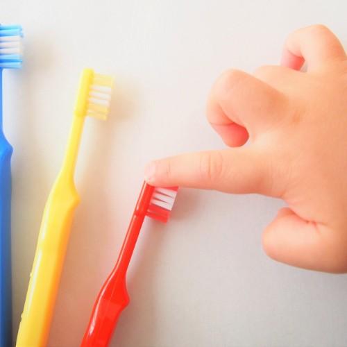 18 ยาสีฟันสำหรับเด็ก ยี่ห้อไหนดีที่ดูแลสุขภาพฟัน และปลอดภัย