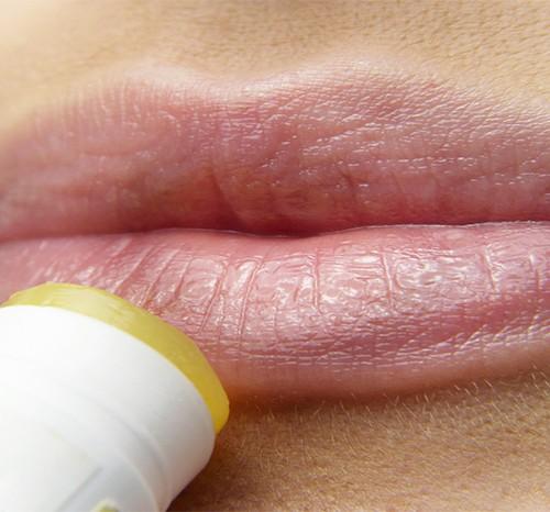 ลิปมัน ยี่ห้อไหนดี ปากชุ่มชื้น ฟื้นความมีชีวิตชีวา